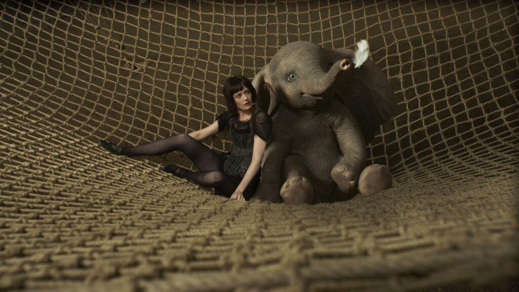 伊娃格連扮演的空中女飛人,成了小飛象的表演拍檔。