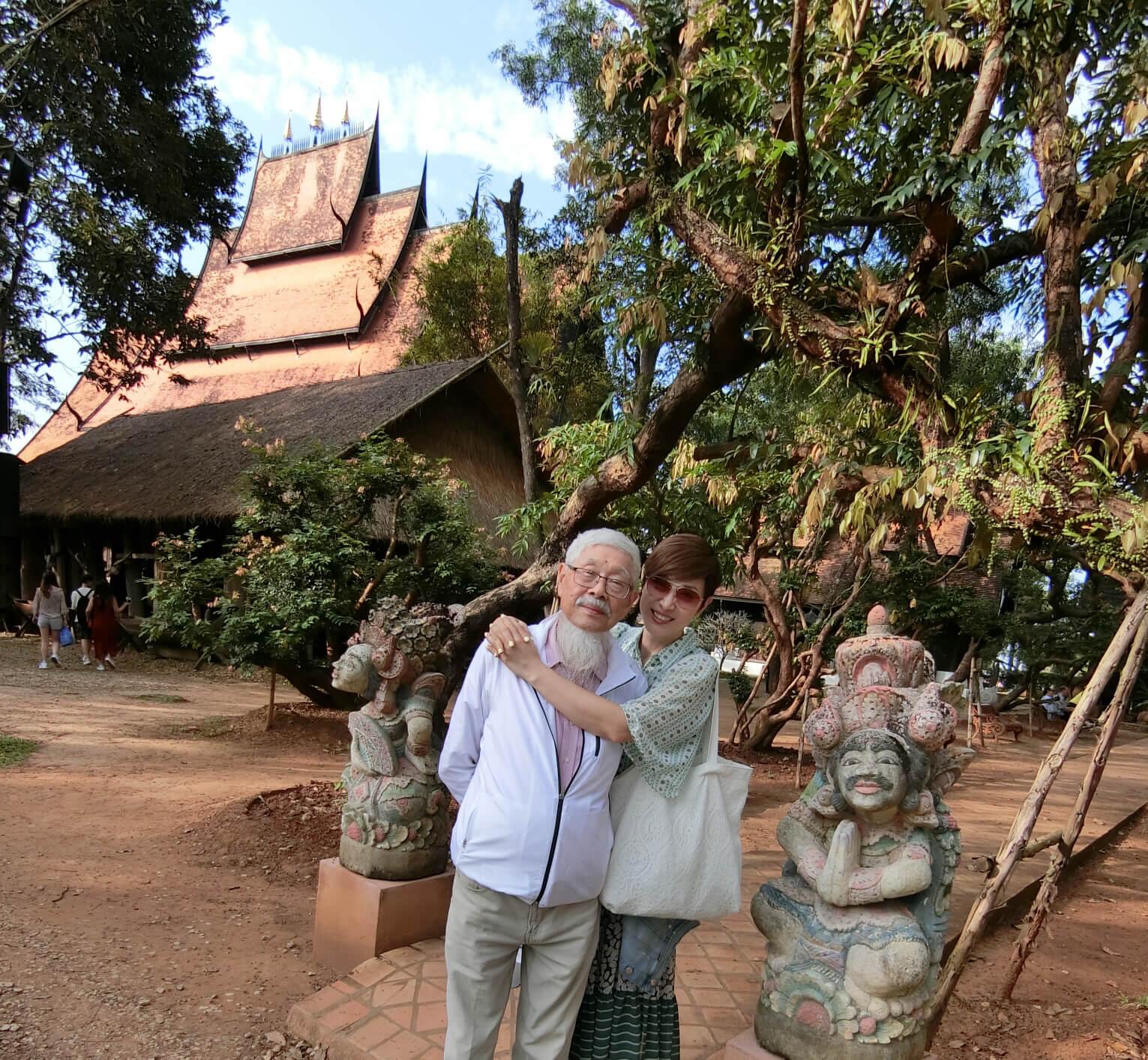 陳爸爸雖然已八十二歲,但身體健壯,兩父女經常結伴旅遊及行善。