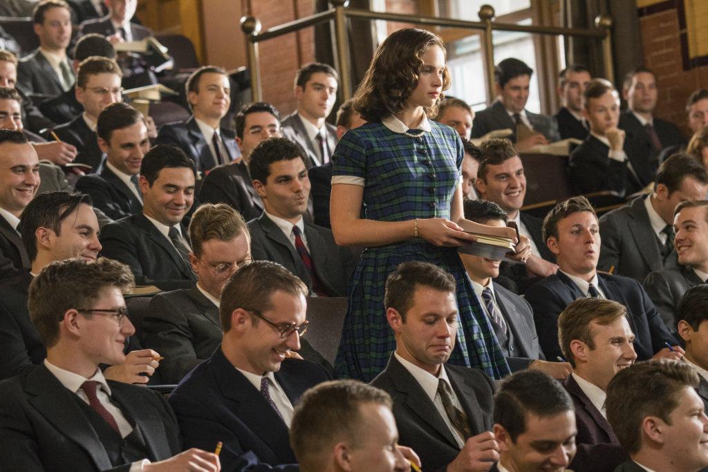 女主角就讀哈佛法律學院時,是班中僅有的九個女學生之一。