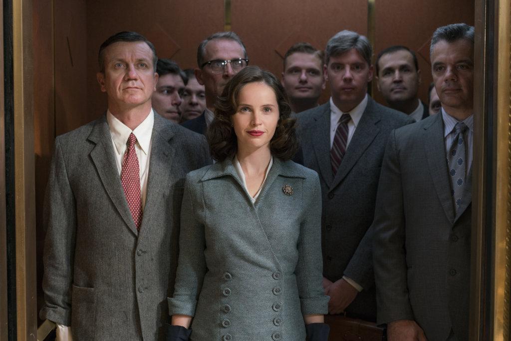 菲莉絲迪鍾斯演繹的年輕版露絲,排除萬難爭取男女平等。