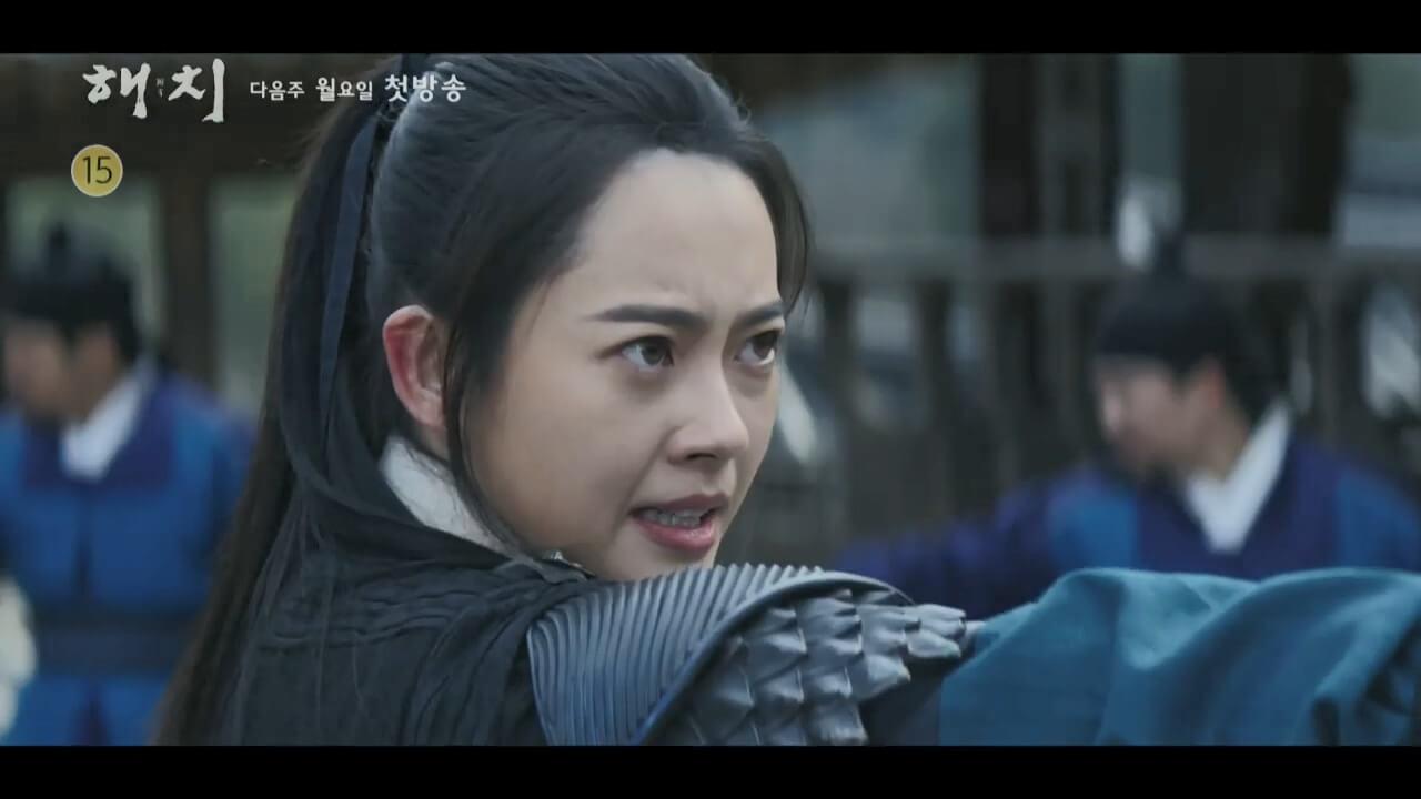 高雅拉飾演「男人婆」,武功比一般男將還要好。