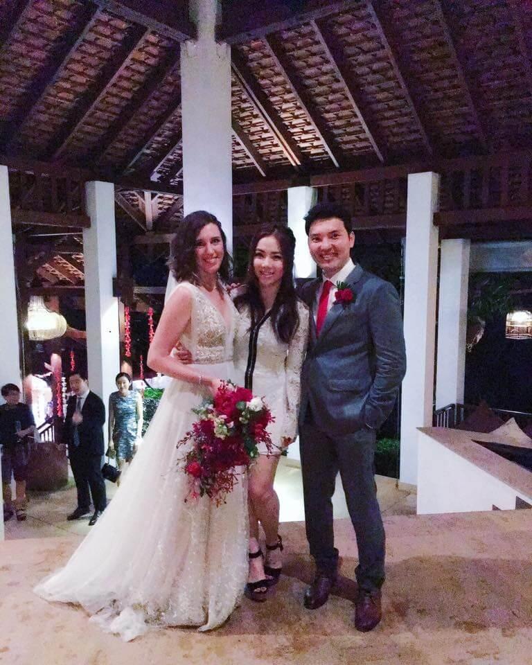 一六年經理人張丹與英國設計師Emma Wallace結婚,G.E.M.亦有飛到泰國出席婚禮。