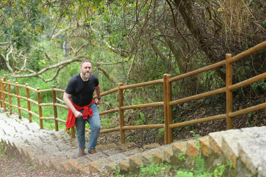 布偉傑不用開工時,習慣早睡早起,他每天早上會行山運動。