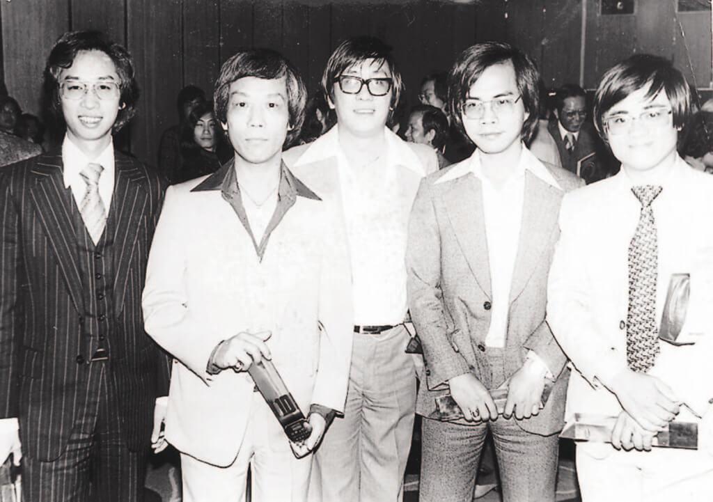 左起:黎彼得、顧嘉煇、黃霑、盧國沾、鄭國江是香港樂壇七、八十年代最有代表性的曲詞創作人