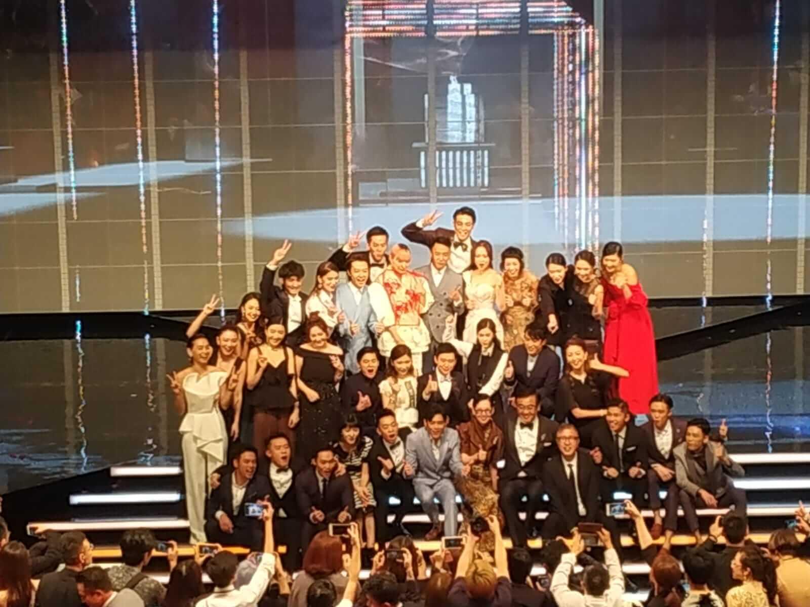 三十二位新秀主持於頒獎禮後大合照