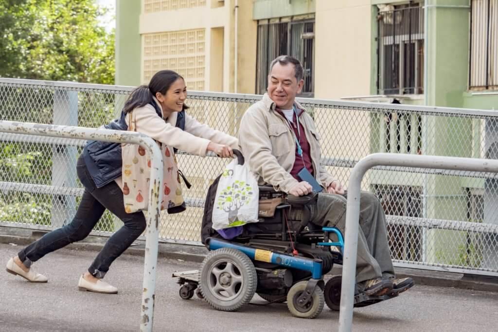 《淪落人》中黃秋生演坐輪椅的僱主,Crisel演家傭,兩人在金像獎分別得影帝和最佳新演員。
