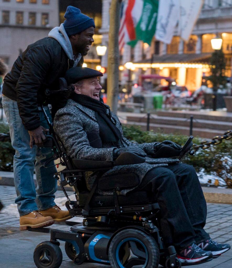 拜仁鈞士頓(右)與奇雲哈特主演的《閃亮人生》,笑位密集又暖心,在美國非常賣座。