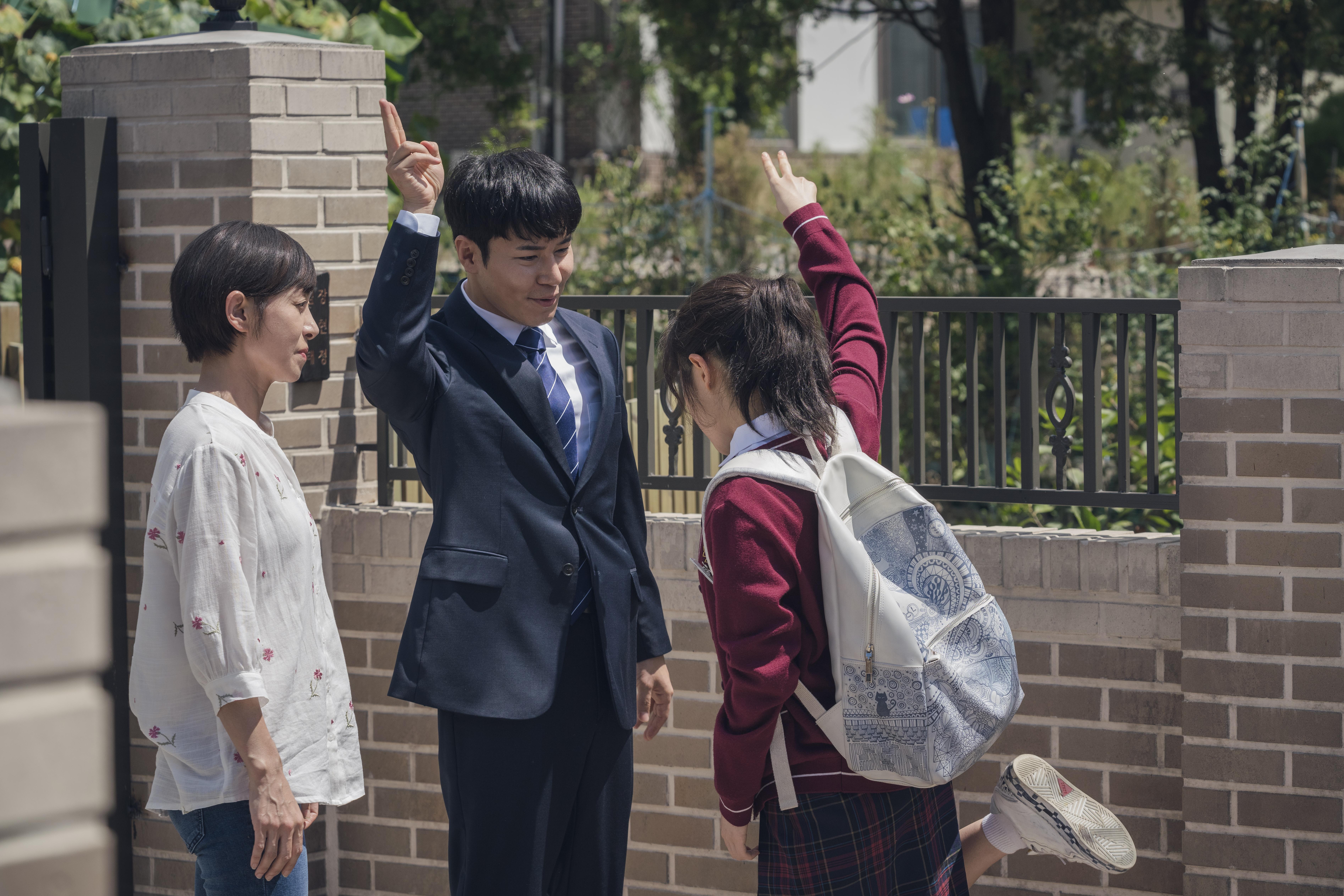 《秘密森林》男星李奎炯在戲中飾演負責案件的檢察官,跟自閉患者相處有一套。
