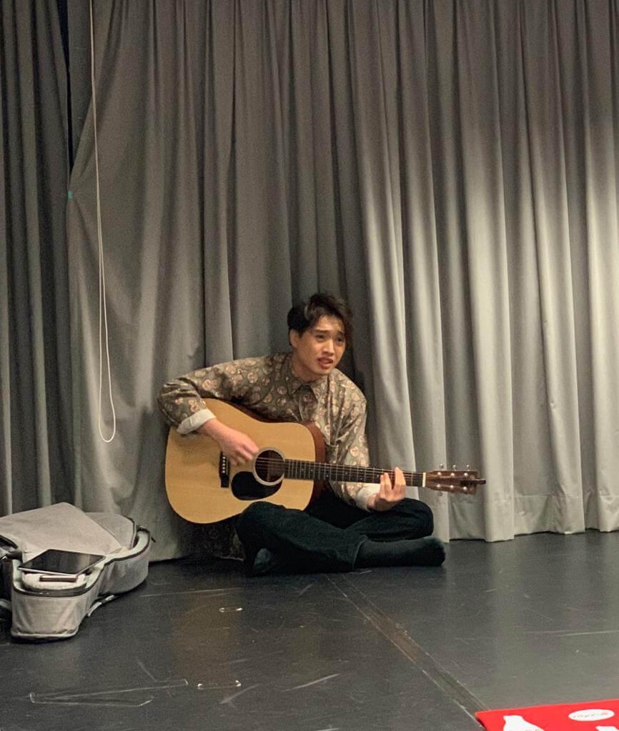 Jer在劇中與Ian飾演同一個角色,是他的分身,以唱歌為主。