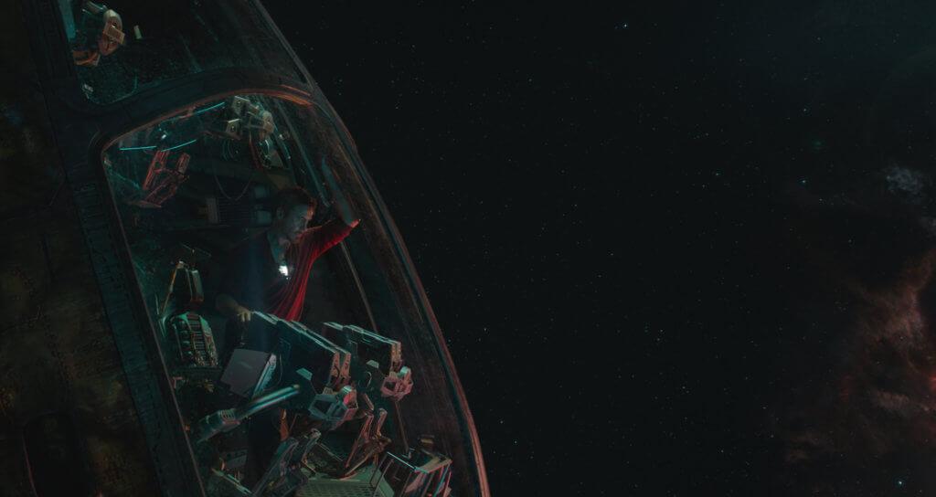 鐵甲奇俠在魁隆之戰後,漂流太空。