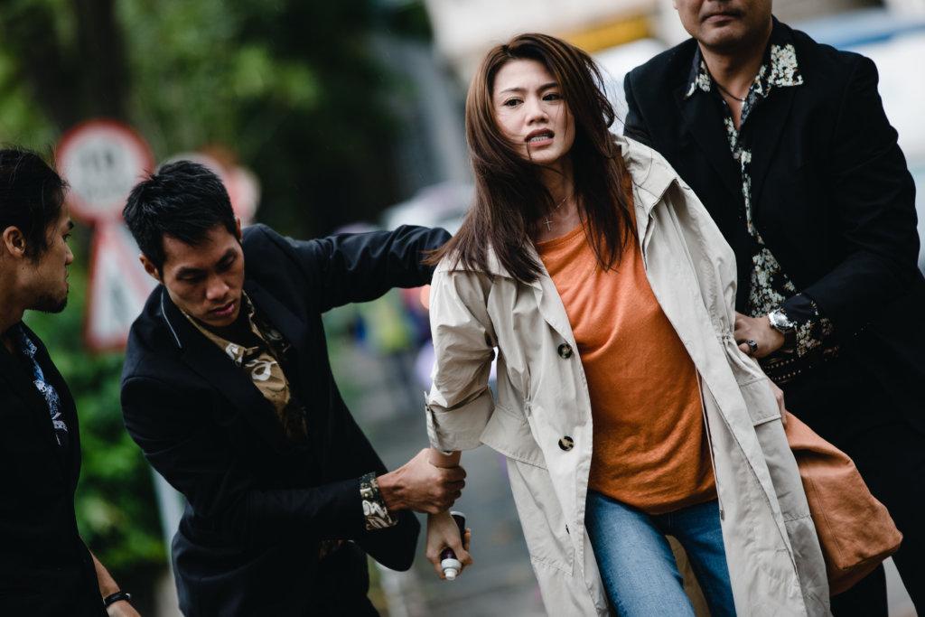 周秀娜對害死她爺爺的林峯恨之入骨,但慘被對方報復。