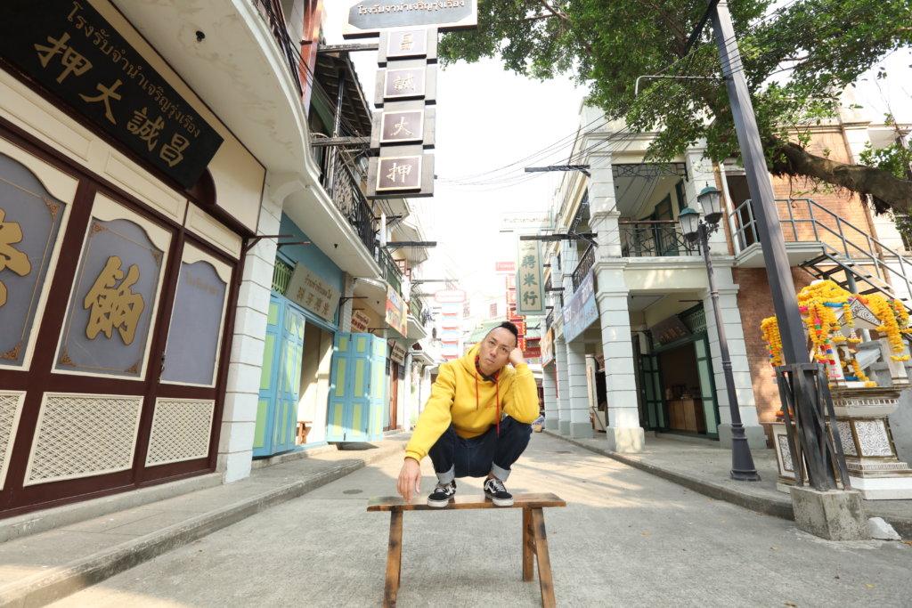 他在無綫至今已拍過百齣劇集,在民初街也拍攝了無數遍。