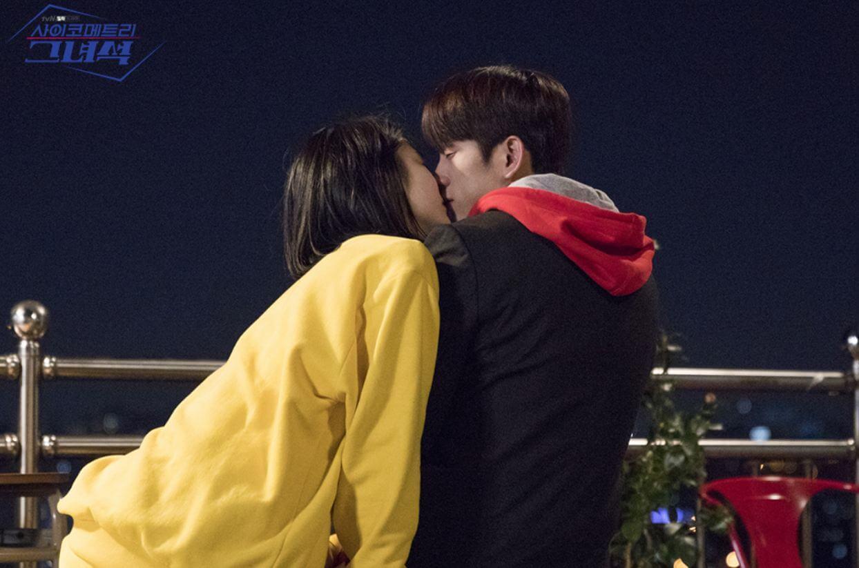 二人上演接吻一幕,但原來只是李安的夢境。