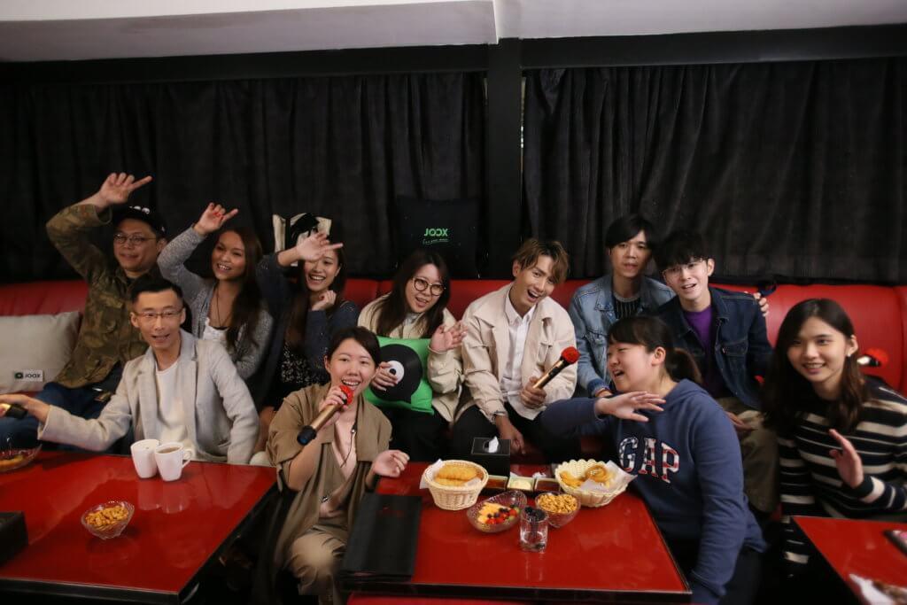 陳柏宇日前相約一班粉絲參加「JOOX拍住唱」唱K聚會。