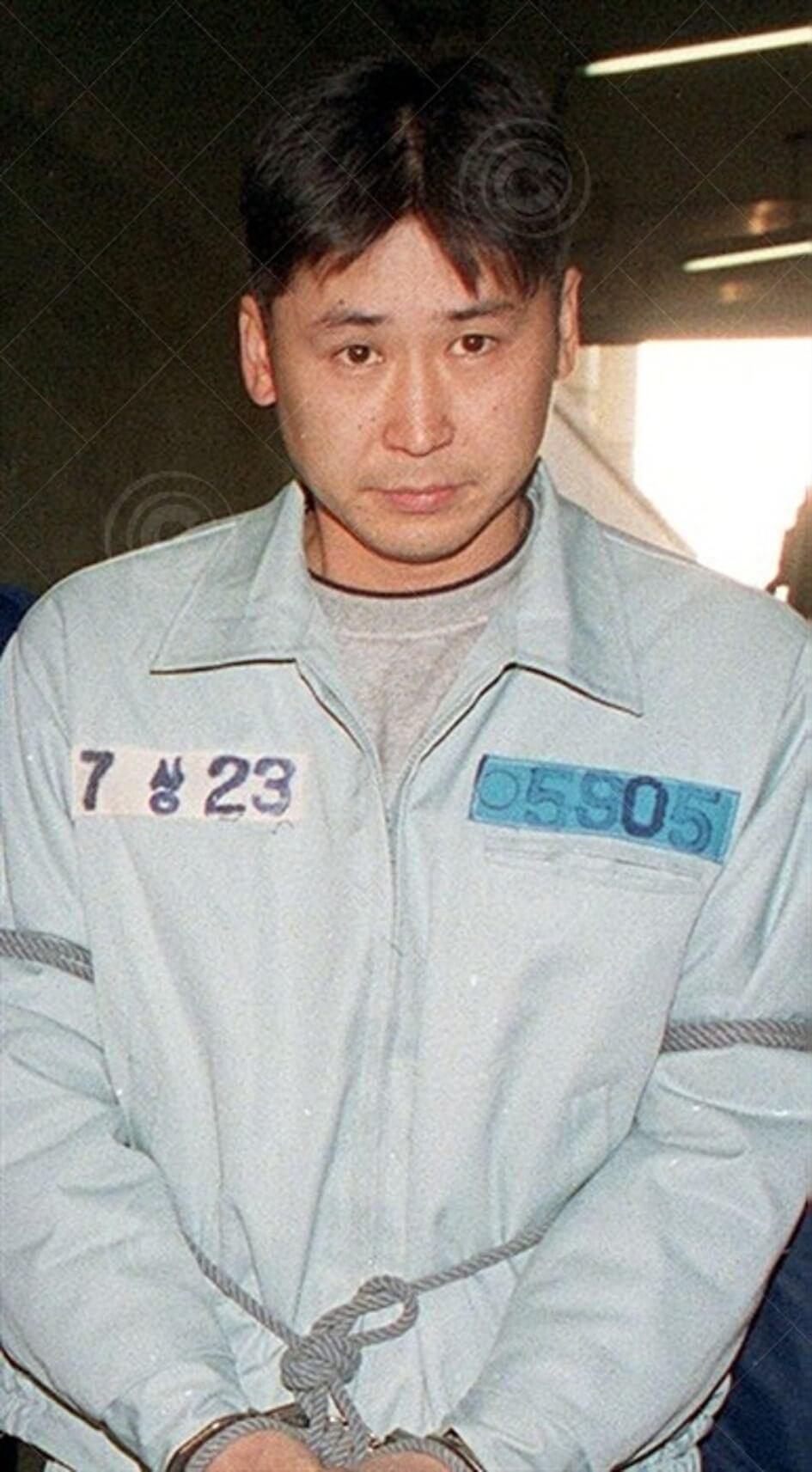 申東燁九九年曾因吸食大麻被拘留四日,後來交出二千萬韓圜保釋金才獲釋放。