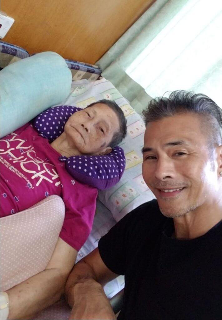 林偉的媽媽現已九十歲,他但願母親每天開心,他便開心。