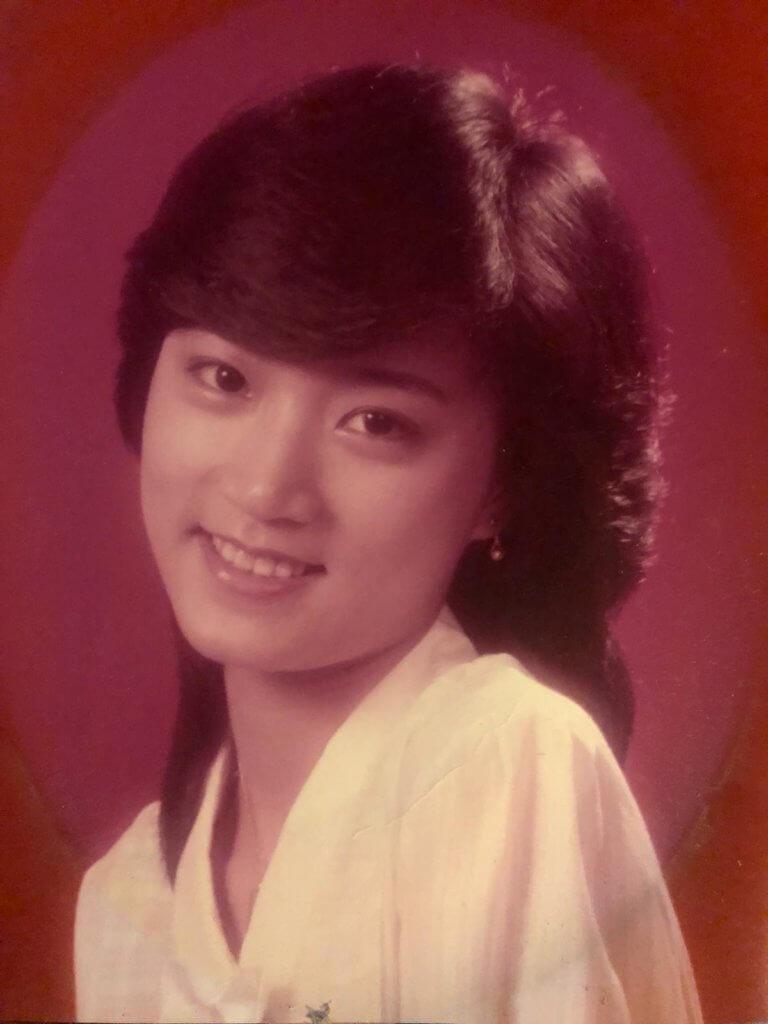 慧雲中學畢業便投考藝員訓練班,爸爸更專程帶她到影樓拍了一輯照片,結果在三千多人中脫穎而出獲取錄。