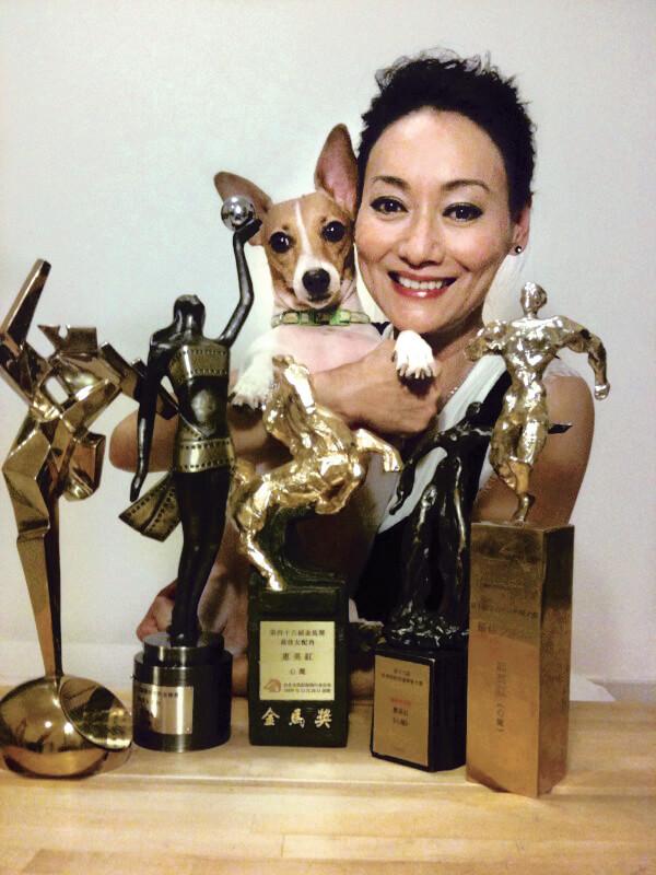 獎項大豐收,惠英紅在香港、台灣等不同地方影展都拿過獎座。