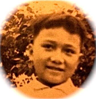 五歲的曾健明,與家人同遊荃灣芙蓉山竹林禪院時拍下的黑白照。