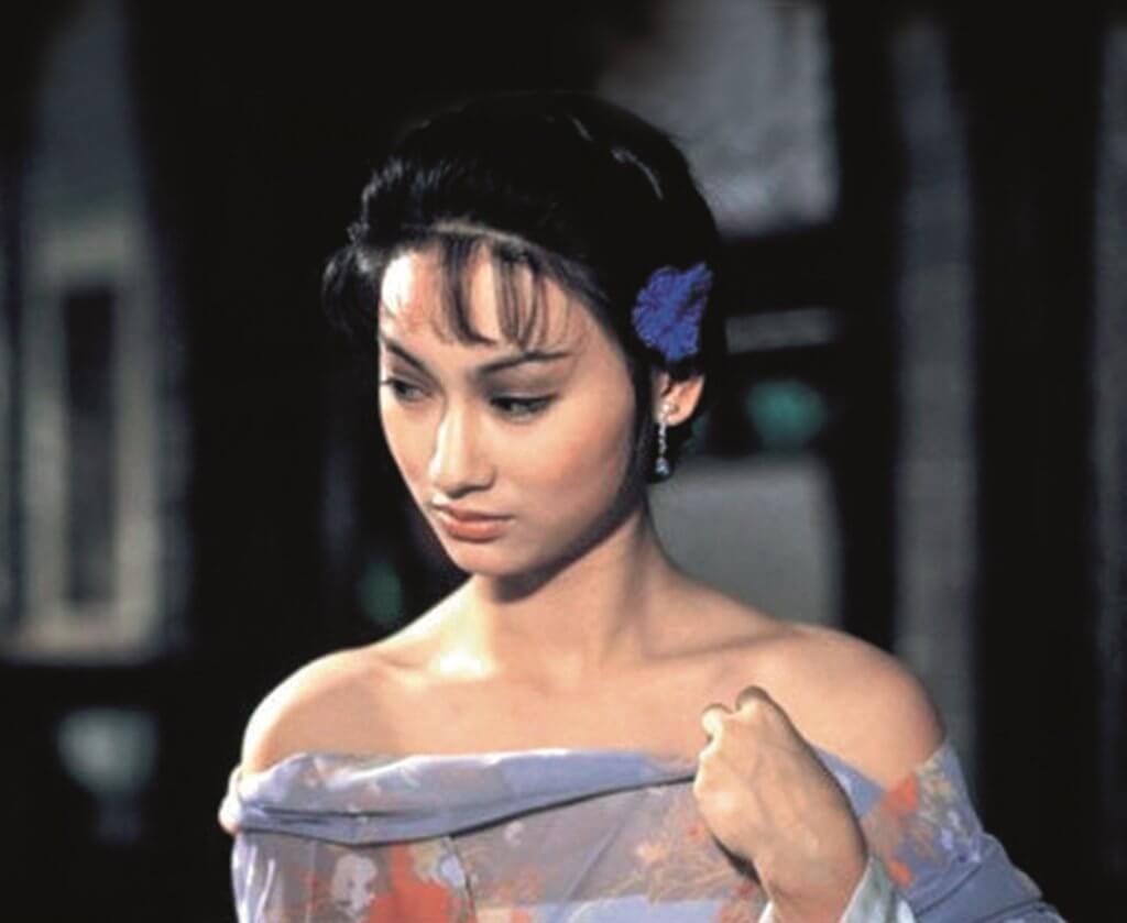 八二年首奪影后的電影《長輩》,當時惠英紅二十二歲。