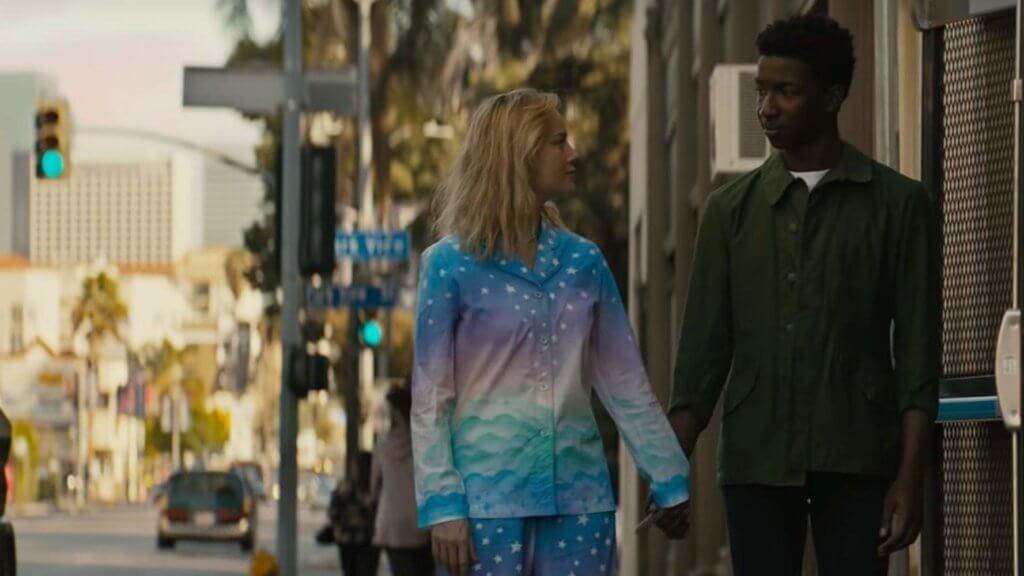 貝兒在故事中跟另一位黑人青年擦出愛火