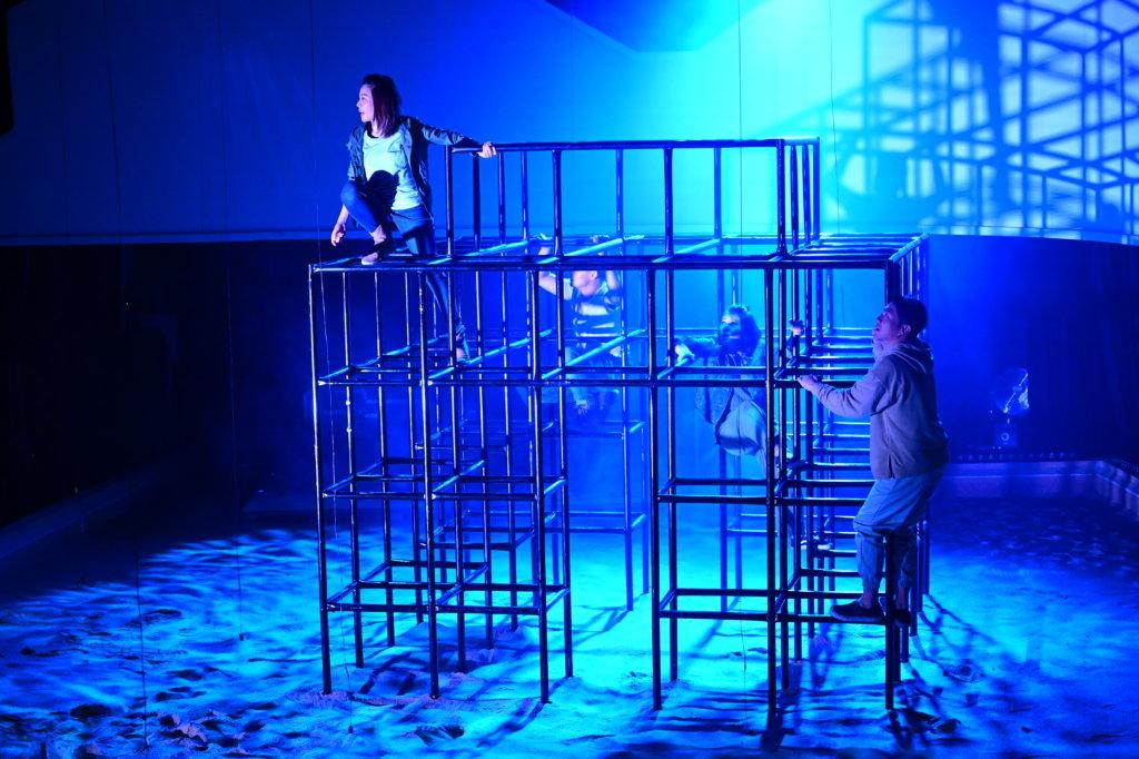 演出攝影:William Ward@WEWOW HOUSE 演出舞台設計:邵偉敏