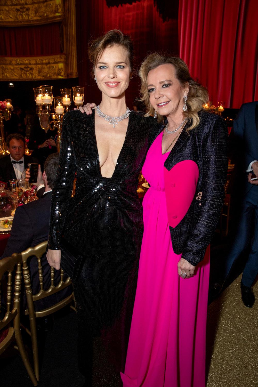 蕭邦聯合總裁兼藝術總監Caroline Scheufele與超模Eva Herzigova合照,Caroline外套上的愛心正好與主題呼應。