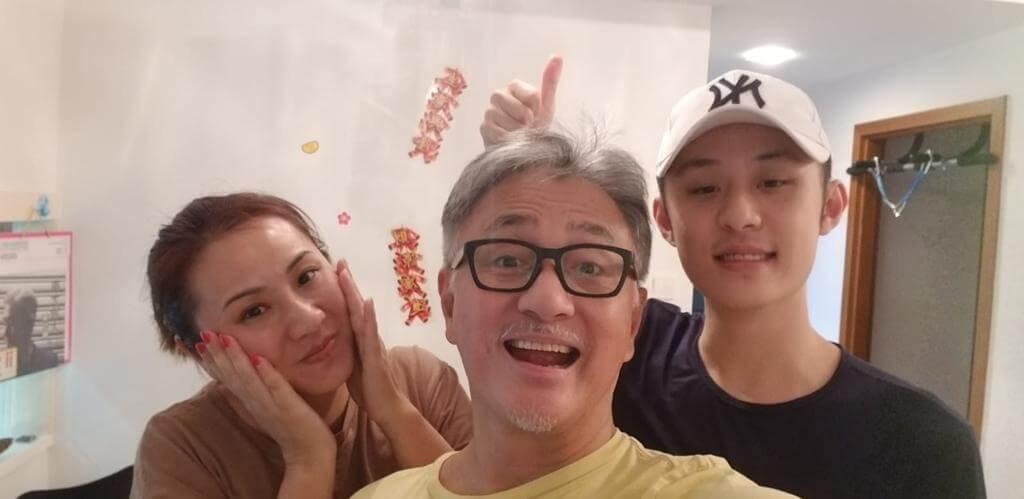 二十二歲兒子Justin終於退役,繼續在新加坡進修電影特技課程,父母不反對他入行。