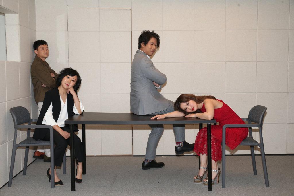 蔡卓妍、凌文龍、胡麗英和張銘耀日前一起拍攝舞台劇海報。