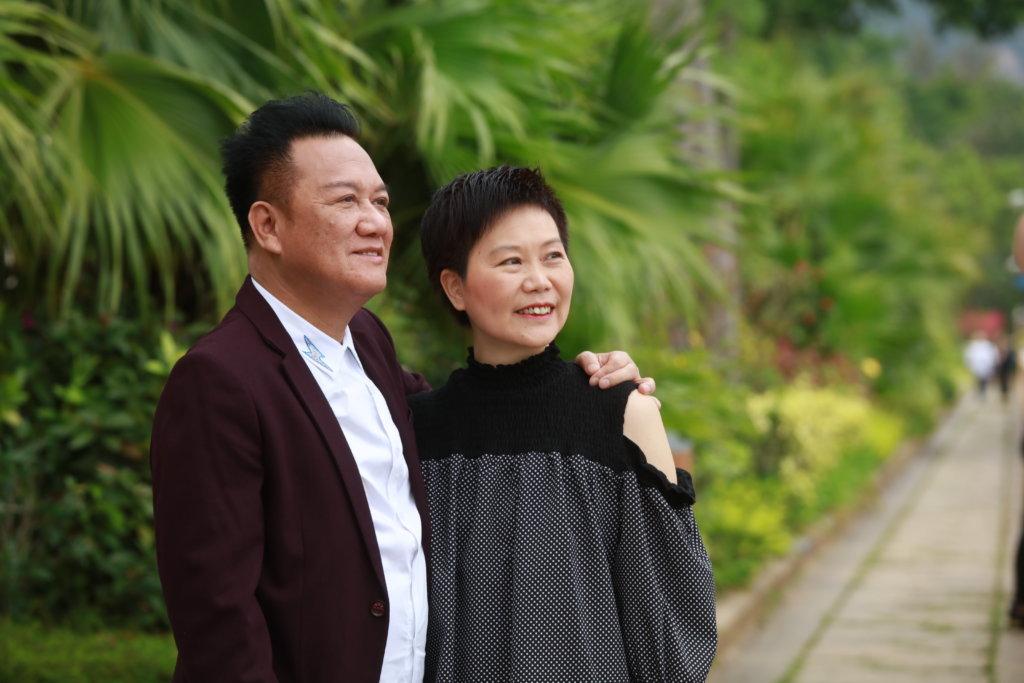 曾健明與太太Grace結婚三十一年,太太去年緊急切除胃瘤,二人一起跨過難關,感情更是有增無減。