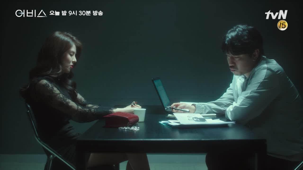 韓素希飾演車旻的未婚妻,隱藏不少不可告人的秘密。