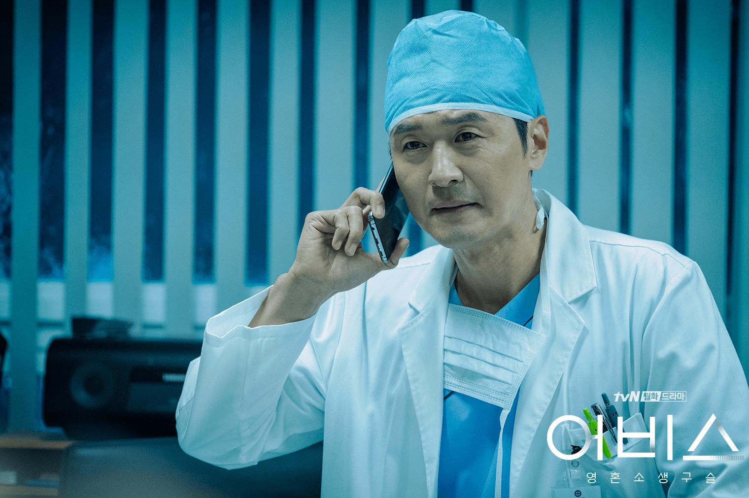 劇中的殺人魔由李成宰飾演,同時是手勢一流的外科醫生!