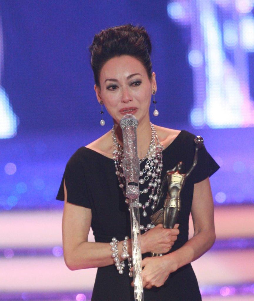 二○一○年憑《心魔》第二次得香港電影金像獎最佳女主角,在台上激動落淚。