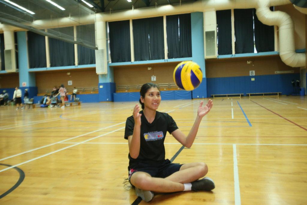 楊秀美是香港首名職業排球運動員
