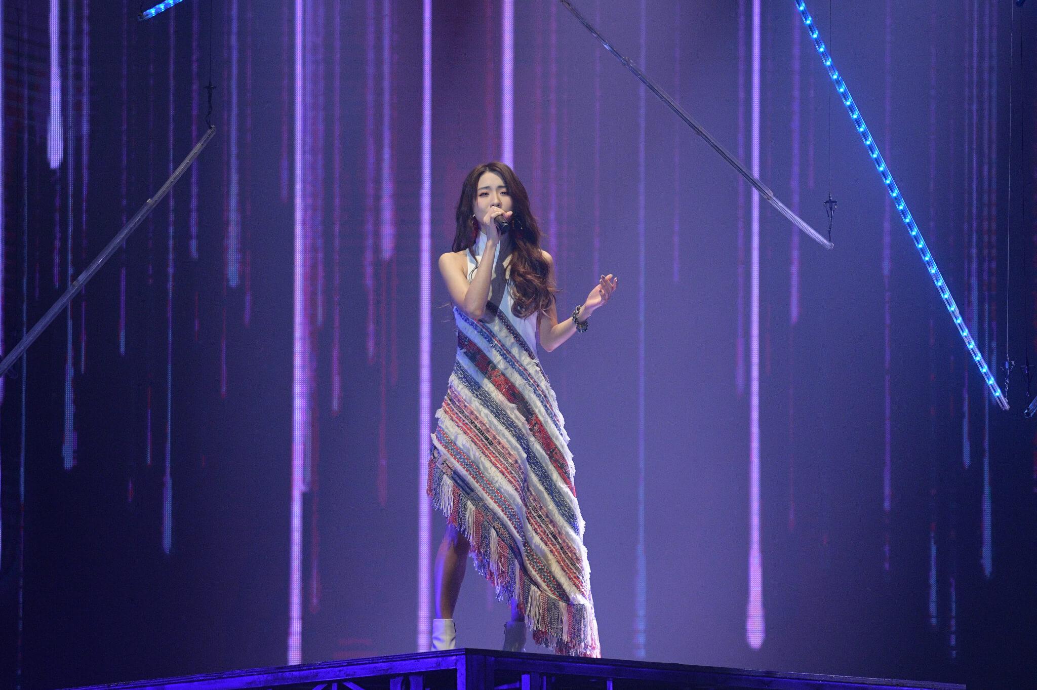 胡鴻鈞去年迷你音樂會口碑極好,原本一早已定下今年八月在九展舉行首次大型演唱會,但檔期突然落在去年奪得「最受歡迎女歌星」的菊梓喬手上。