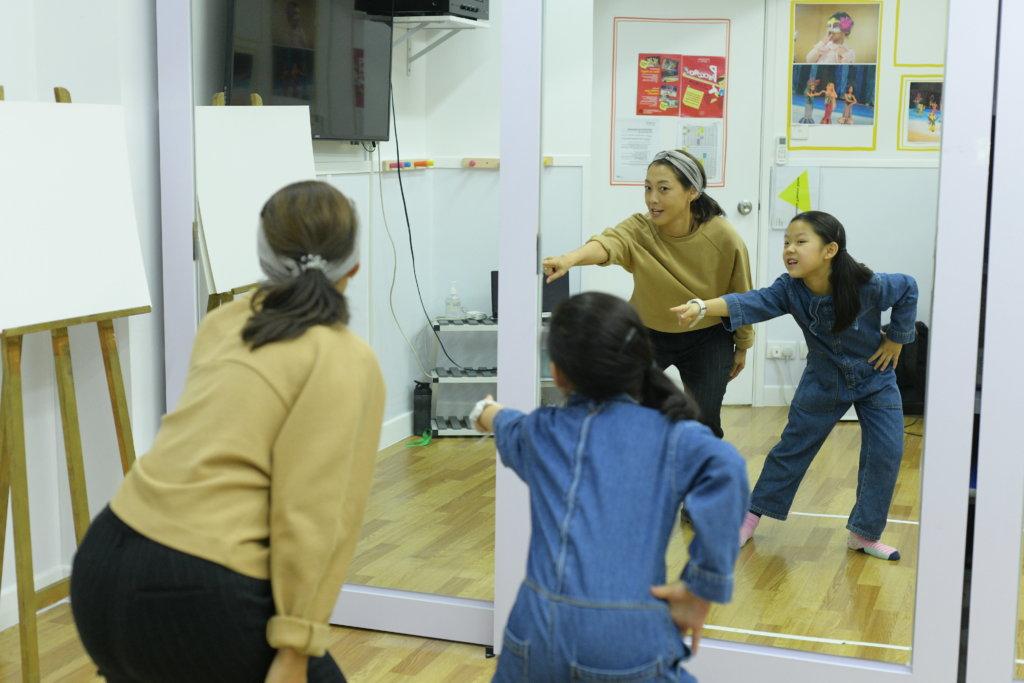 組合Tashannie解散後,Annie曾為不少當紅韓國歌手擔當舞蹈指導,更在狎鷗亭洞開辦舞蹈學校,現在只有跟女兒一起跳舞,平日難得見她展示一身好舞功。