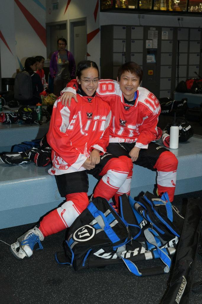 謝凱琳三年級時,被朱嘉璧老師選入學校冰球隊。