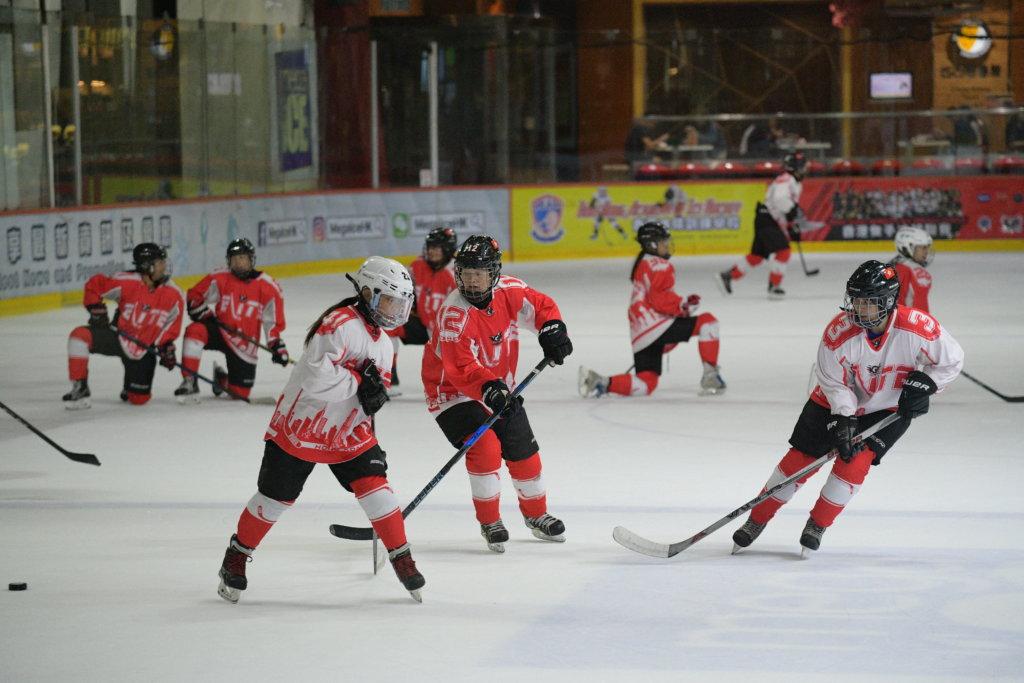 李雅婷是香港女子冰球隊的大家姐