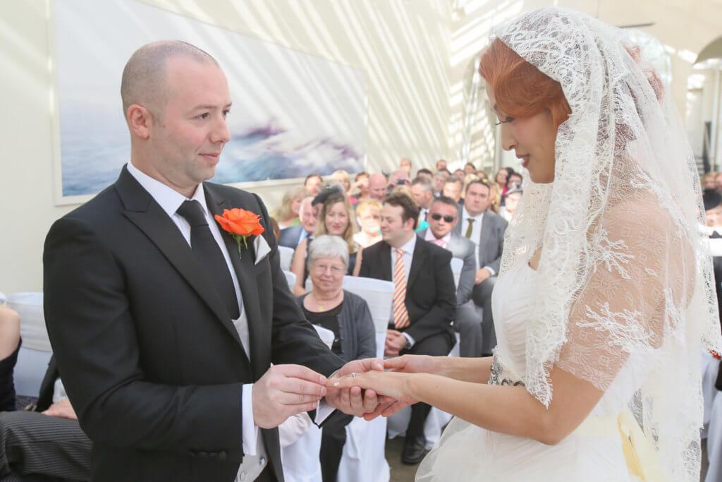 一三年李蕙敏與英籍丈夫Serge先在英國行禮,再回港補擺酒。
