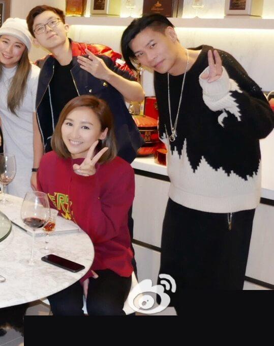 高海寧沒有公開貼出與男友鄧智偉的合照,不過在社交平台都可以找到他倆和朋友聚會的照片。