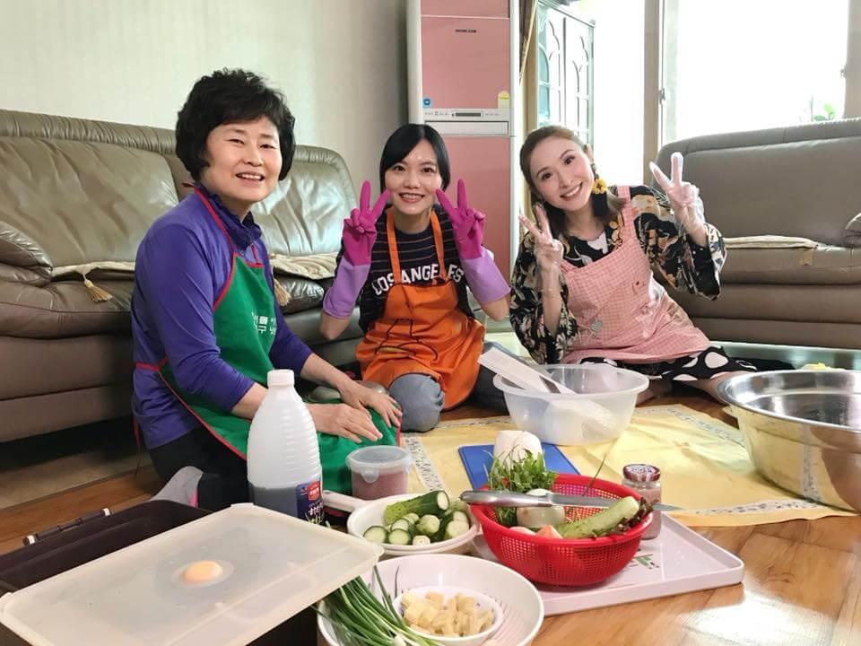 陳貝兒上一季介紹韓國人妻的故事,就跟人妻及奶奶一起製作泡菜。