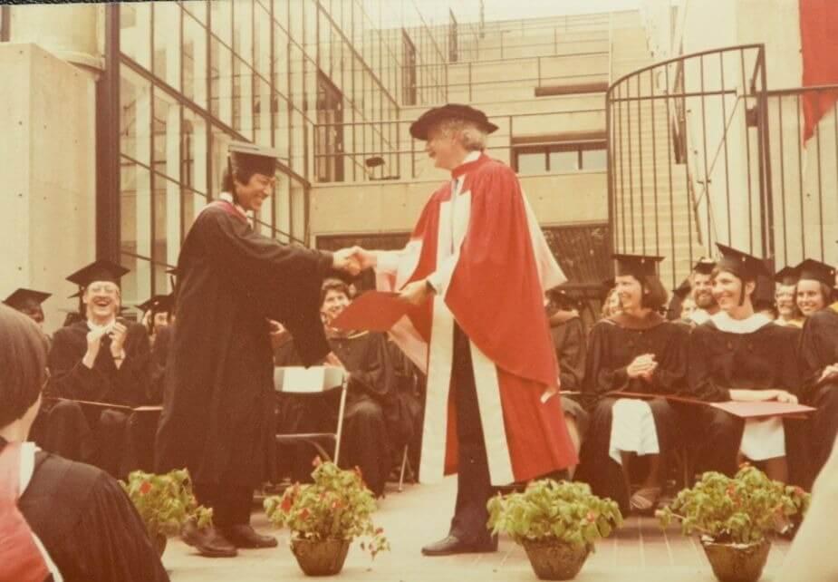 葉景文坦言在香港是一個成績普通的學生,不過到美國後的成績卻名列前茅,每年均在Dean's list(院長嘉許名單)內。