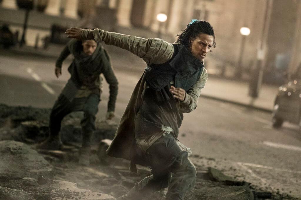 《反轉世界》兩位主角到世界各地追查真兇,當然不少得動作場面。
