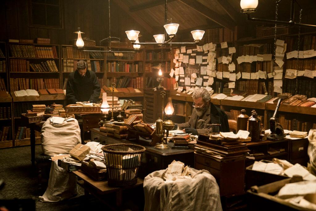 影片是關於一八五七年牛津字典的編纂過程,有很多跟書本有關的場面。