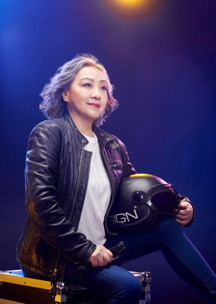 衛蘭曾被黎明嘲笑「肥過部電單車」,盧宛茵模仿其一四年的演唱會造型拍攝,喜感十足。