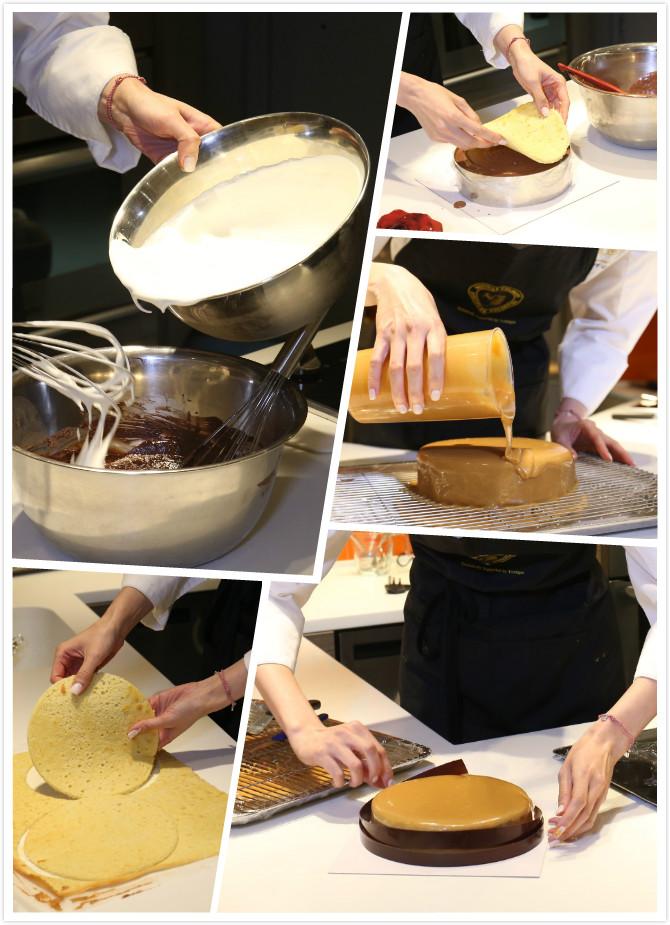 1.先將牛奶加熱,與朱古力混合在一起,並加入忌廉。 2.將預先製作好的海綿蛋糕底,裁成合適的圓形。 3.將海綿蛋糕放在底層,加入朱古力慕絲,再加一層海綿蛋糕,梅花間竹做出四層,放入冰箱冷藏。 4.取出經過冷藏的蛋糕放在焗爐架上,再淋上預先煮好焦糖鏡面。 5.在蛋糕圓周圍上朱古力邊
