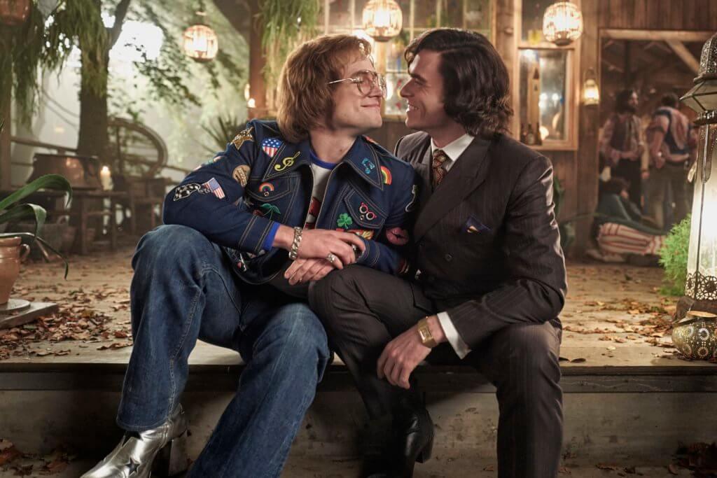 泰隆飾演的年輕艾頓莊在洛杉磯演出時,遇上理察麥登扮演的約翰,後來對方成了他的經理人兼情人。