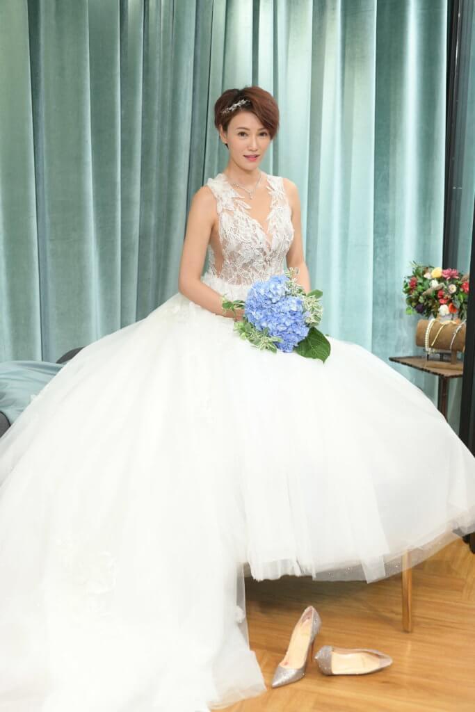 還有一個月便結婚,現時忙於籌備婚禮的她,心情緊張。