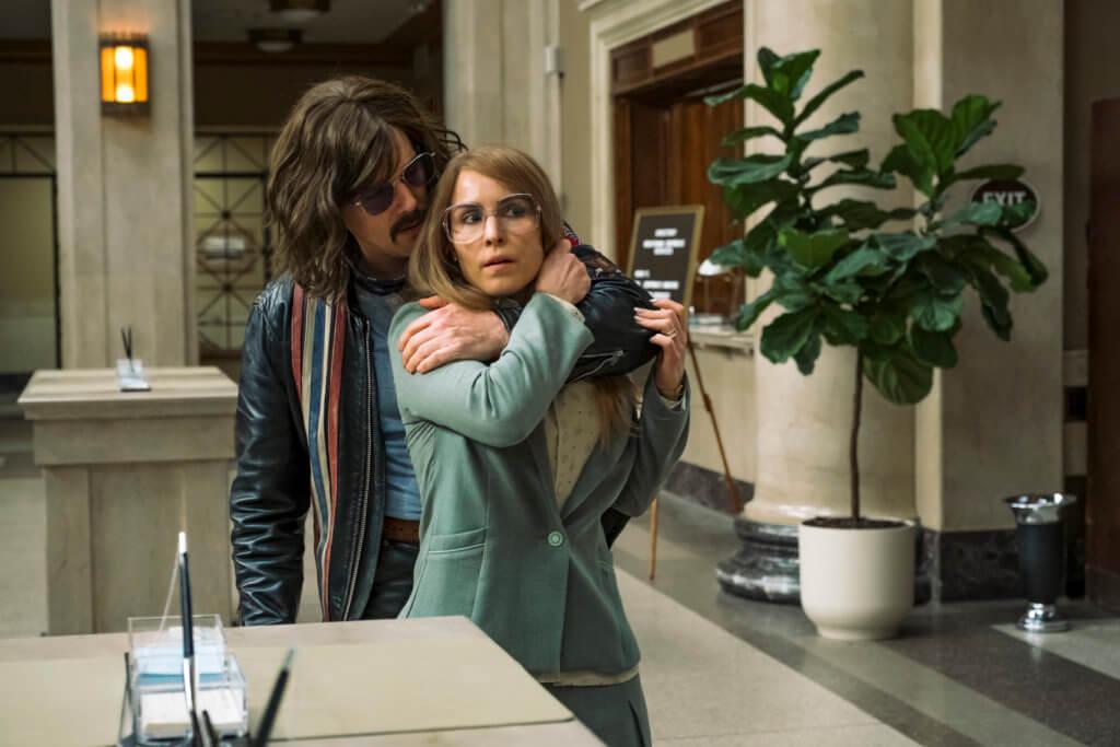 改編真人真事的《盜亦有路》,講述劫匪伊頓跟人質露美擦出愛火。