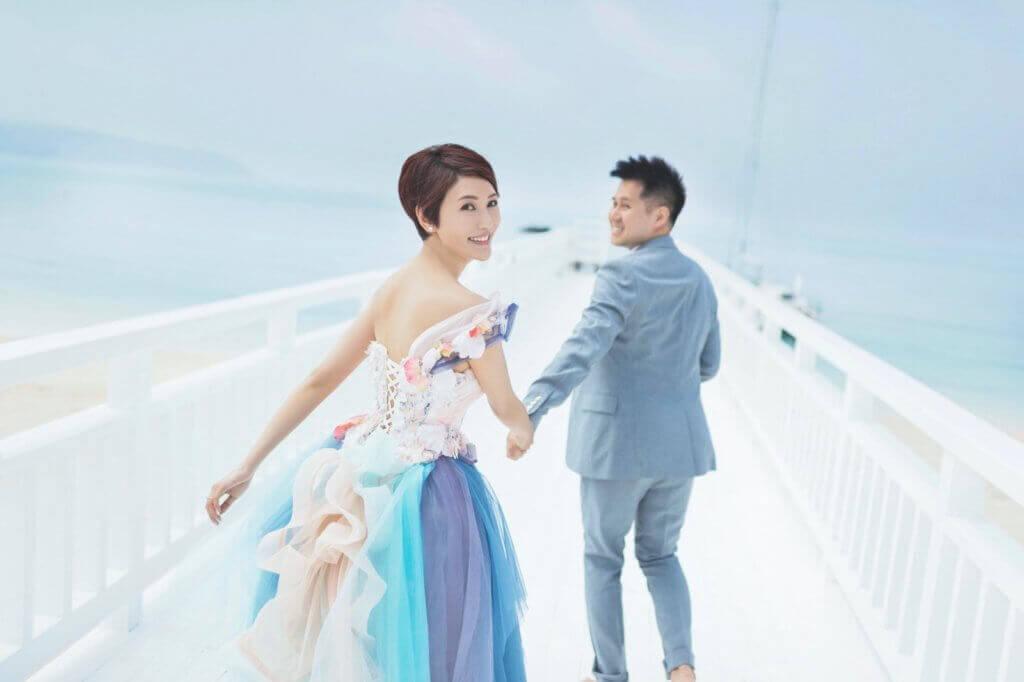 早前李璧琦與Adrian赴沖繩影婚照,甜蜜溫馨。